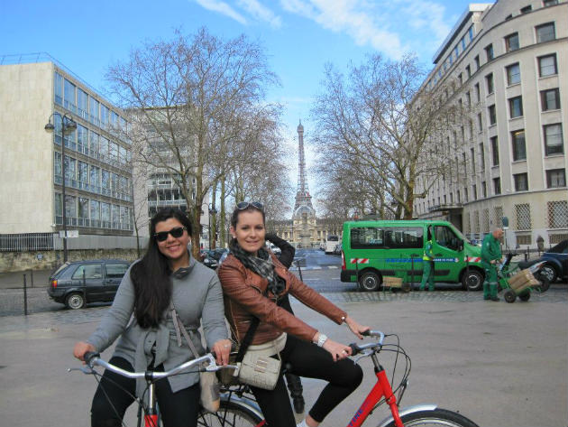 topdeck travel, riding biked in Paris, France