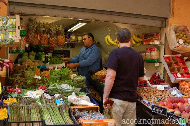 shopping for food in Italy