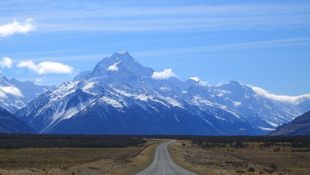 1280px-Road_to_mount_cook_new_zealand
