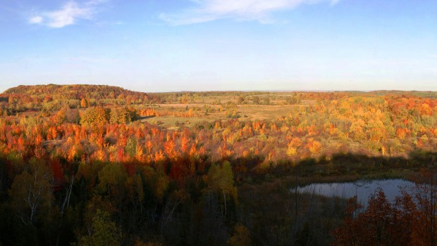 Mono Cliffs Provincial Park lookout in Fall