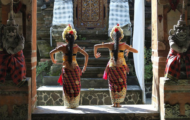 traditional dancers in Bali