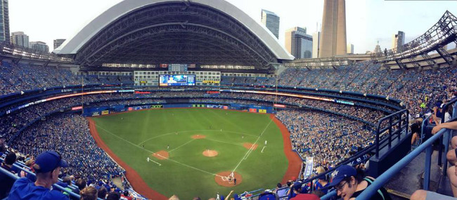 toronto blue jays playing at the rogers centre skydome