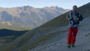 Jokke Sommer hiking in music video