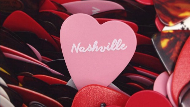 Nashville heart guitar pic