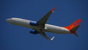 Sunwing_Airlines_Boeing_737