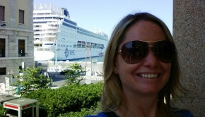 cruise expert in front of msc ship