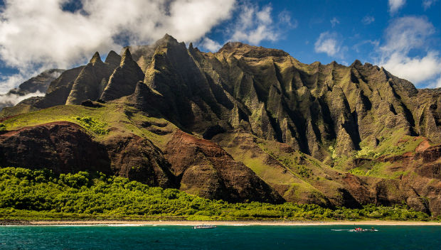 mountains and ocean in hawaii