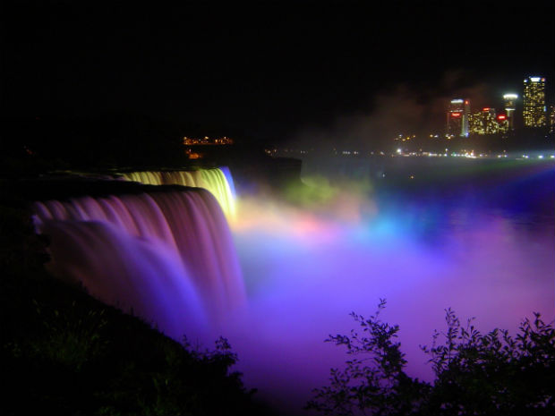 niagara falls light display