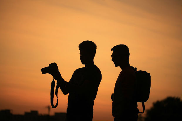 travel photography travellers taking photos of sunset