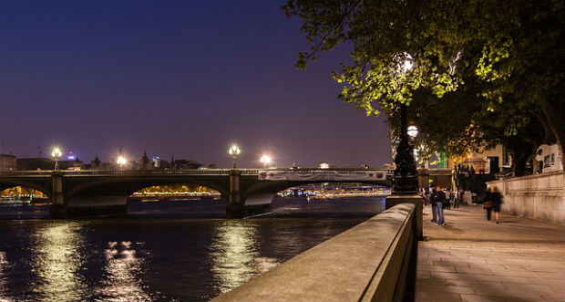 londong to amsterdam eurostar westminster at night thames river