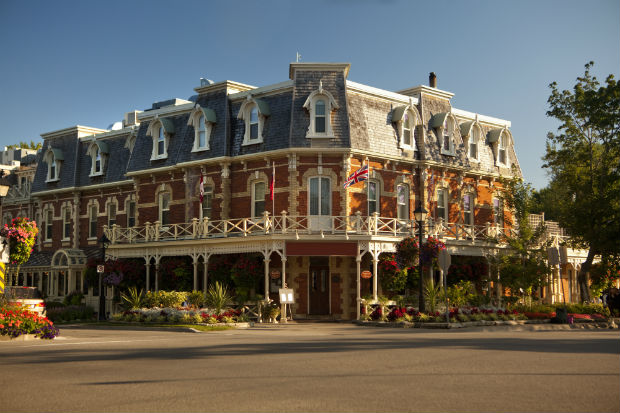 b and b hotel exterior in niagara on the lake ontario