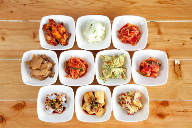 kim chi and various popular korean side dishes