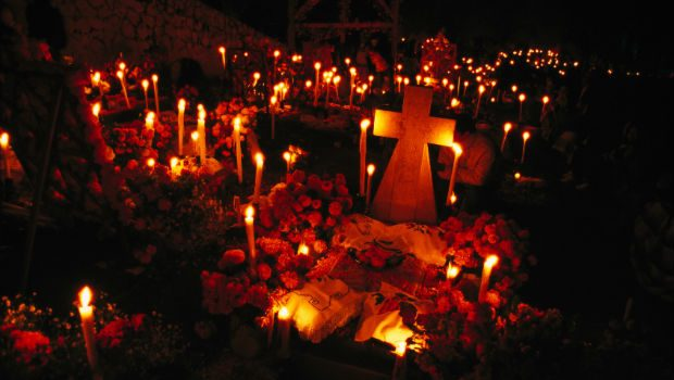 gifts and ofrendas in mexico day of the dead