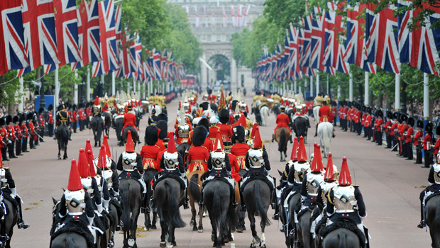 royal-wedding-procession-horses-and-guards