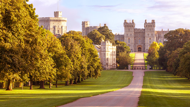 beautiful-grounds-and-winding-road-leading-to-windsor-castle-for-the-royal-wedding