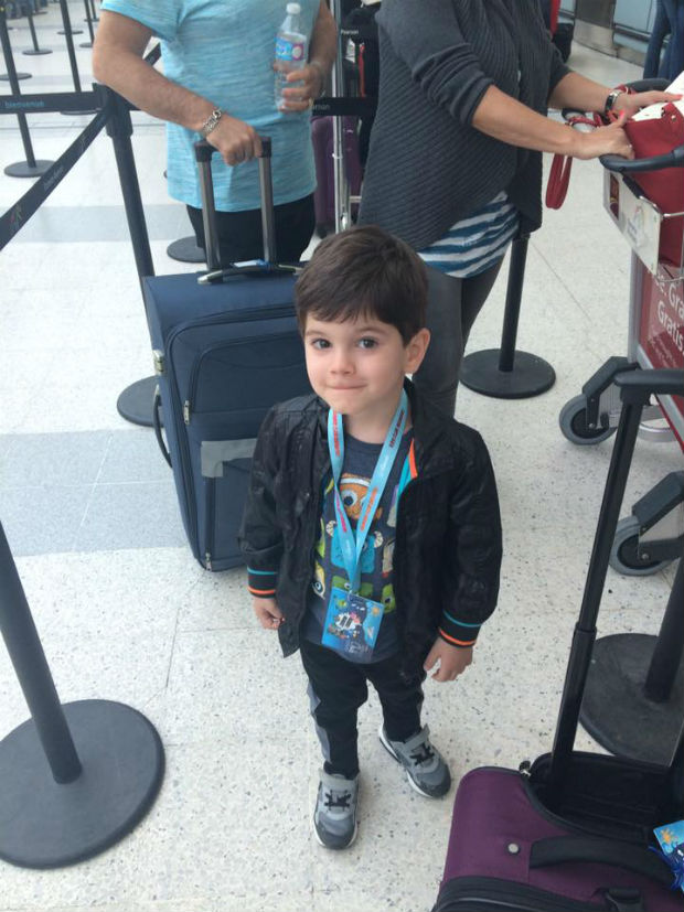 travel-with-kids-boy-in-airport