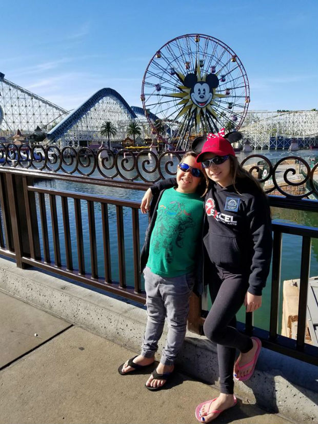 travel-with-kids-at-disneyland