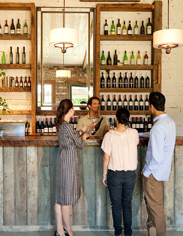 flight-centre-melbourne-city-guide-sophisticated-people-drinking-at-trendy-bar