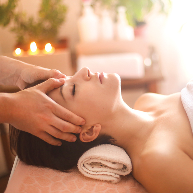 miami-events-spa-month-in-august-woman-gets-massage