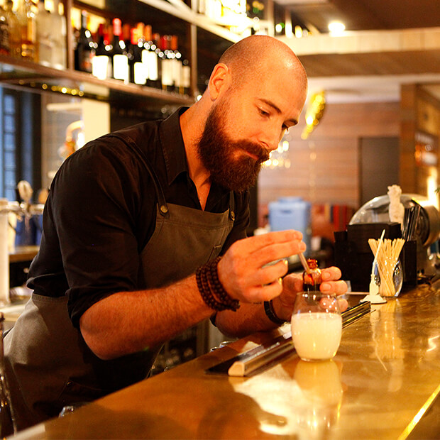 Trip to Australia - Bartender pouring drink in a Melbourne bar