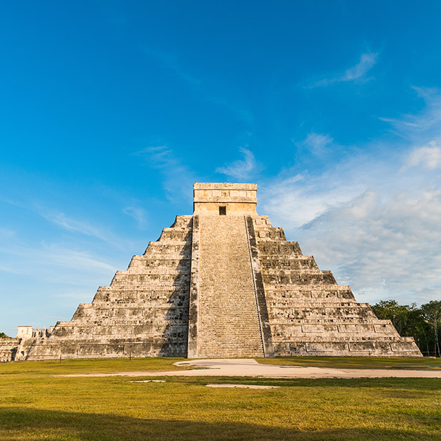 chcichen-itza-tours-beautifuly-preserved-pyramid-el-castillo