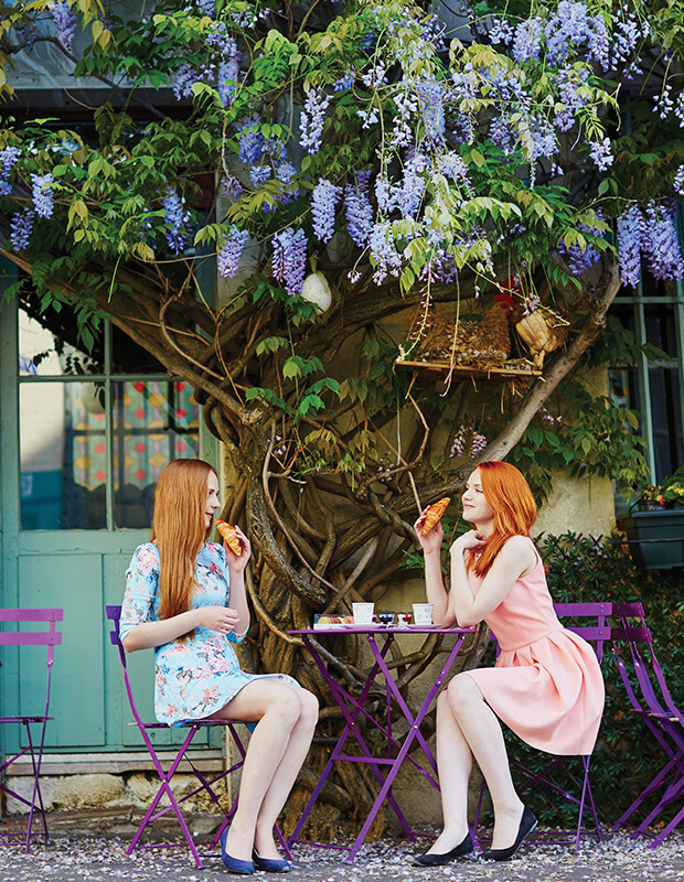 Things to Do in Paris - Two ladies enjoying coffee