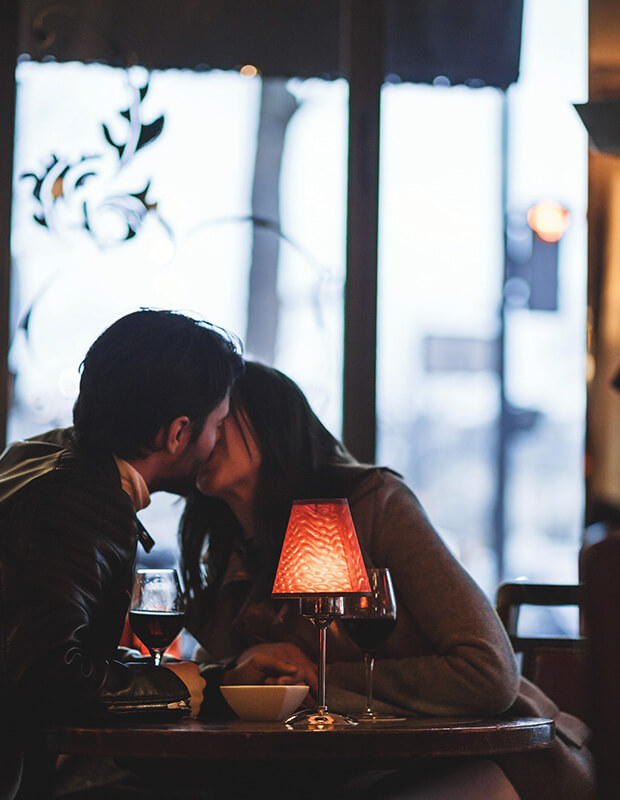 Things to Do in Paris - Couple kissing at restaurant