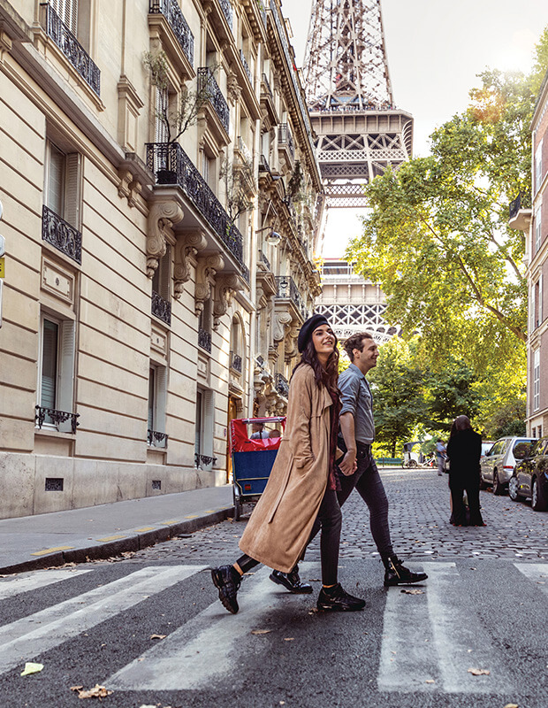 Things to Do in Paris - Couple heading to a museum