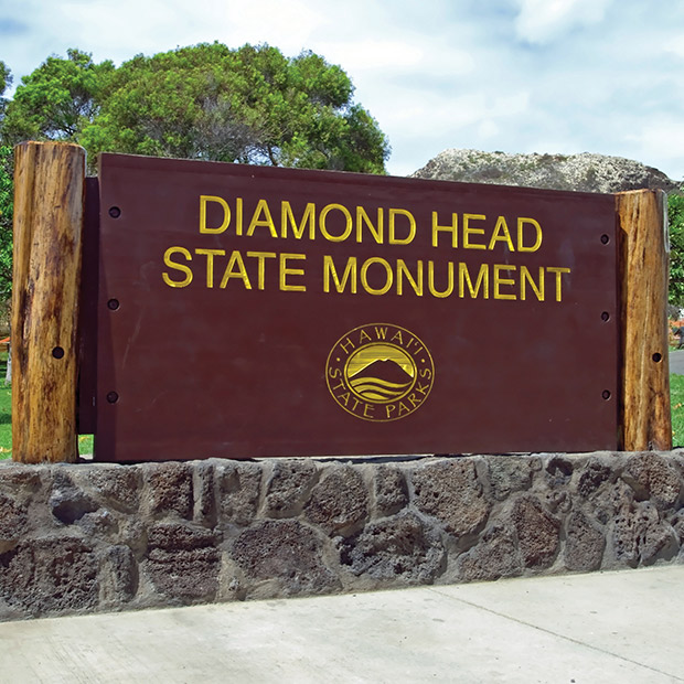 entrance sign for diamond head state monument