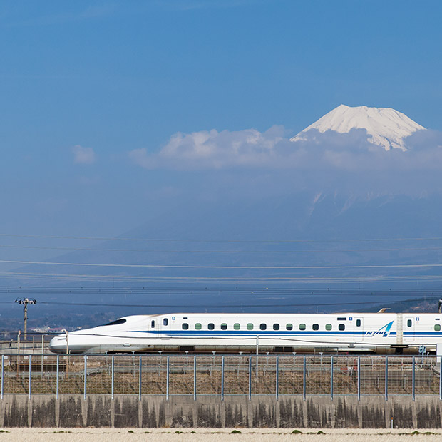 osaka-attractions-high-speed-bullet-train-to-kyoto-japan