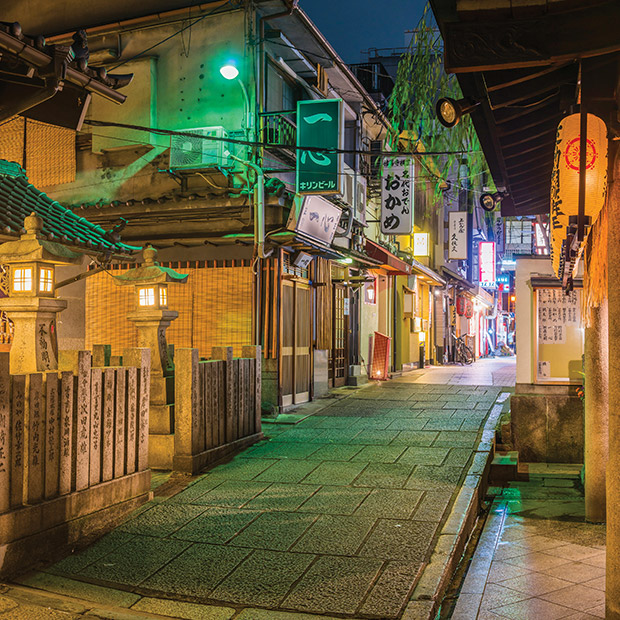 osaka-attractions-clean-inviting-alleyway-of-restaurants-at-night