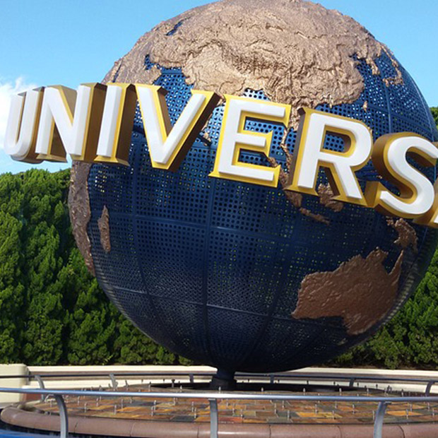 osaka-attractions-universal-studios-japan-giant-globe-with-sign-at-entrance-evergreen-trees