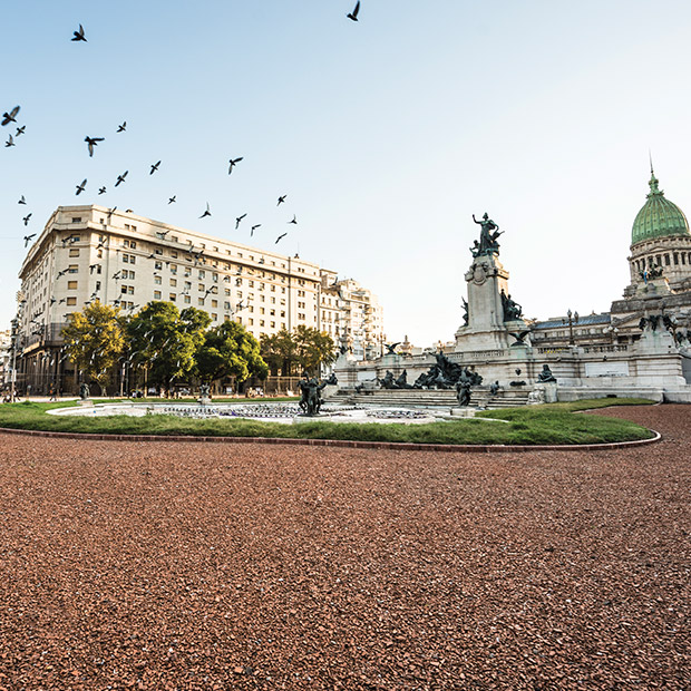 top-places-to-travel-2019-buenos-aires-beautiful image-birds-scatter-in-air-in-front-of-colonial-building