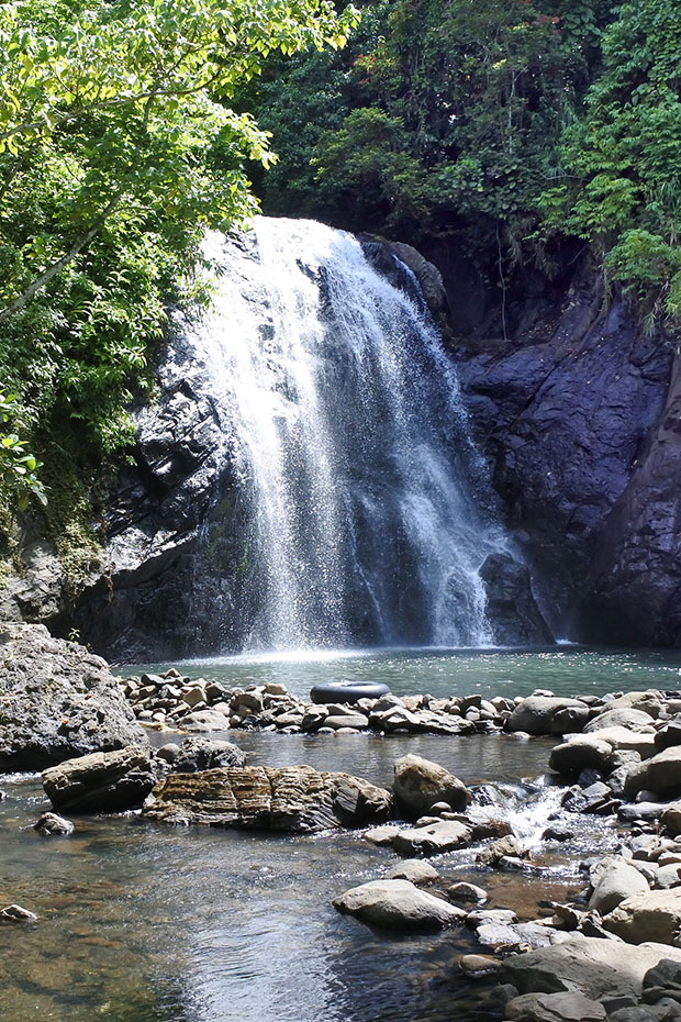vuadomo waterfall in fiji