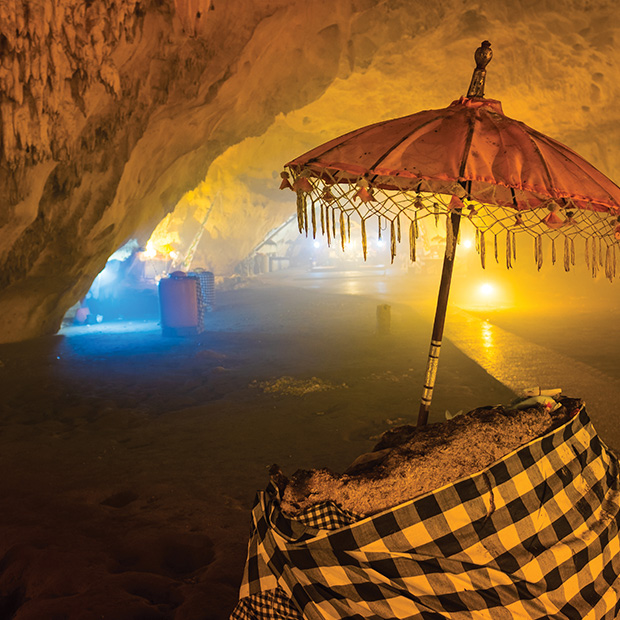 things-to-do-bali-cave