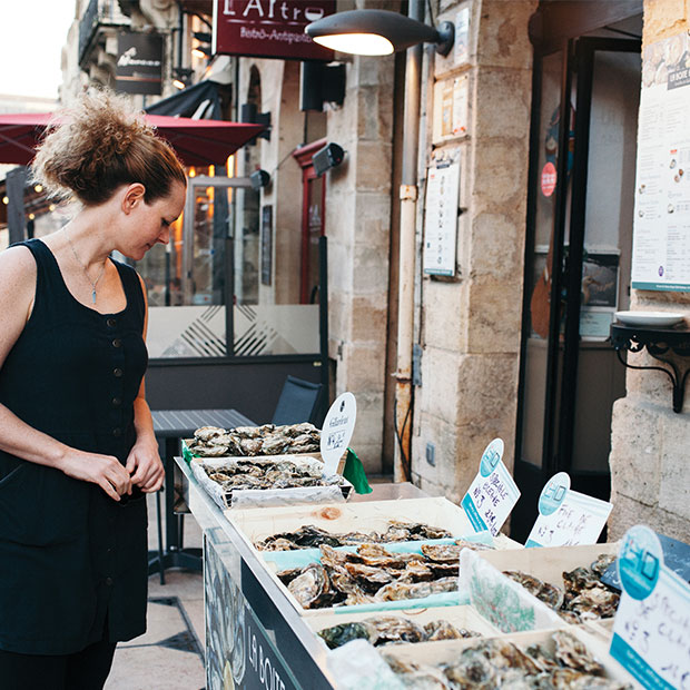 woman shopping for oysters in paris