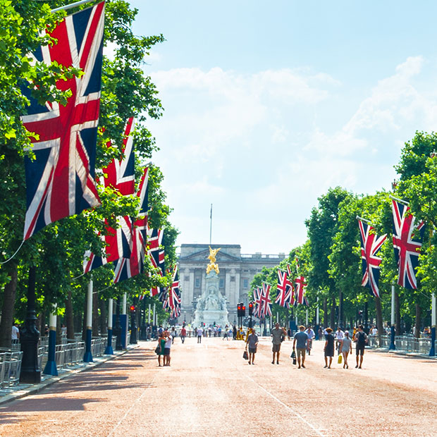 summer-day-view-of-buckingham-palace-along-the-mile-union-jack-flags-flying