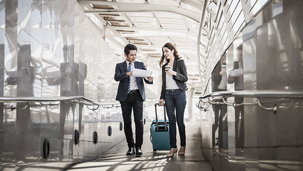 business-travellers-in-airport-male-female