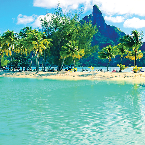 beach front scene in French Polynesian island